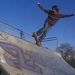 William en Five O sur la mini rampe de skateboard