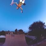 Skateboarder Christian HOSOI : Chris air dans un half pipe