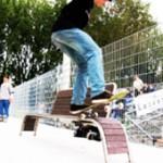 Skateboarder en Five sur Frogska : banc pour le skateboard