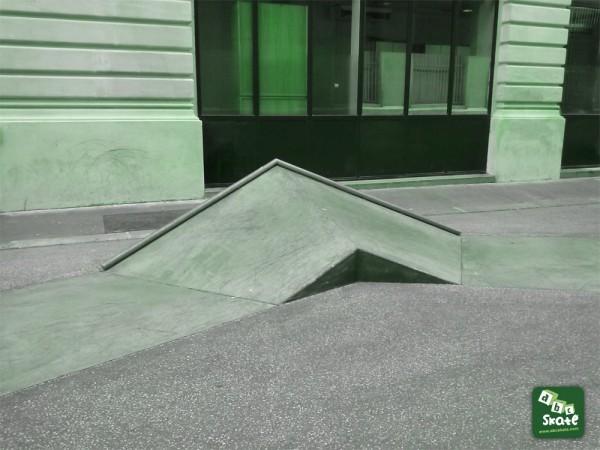PYRAMIDE Skatepark Streetpark Bourse rue Leon Cladel