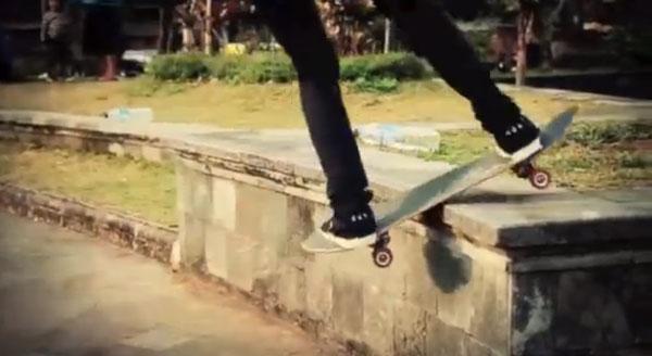 video skate POL skateboarding en Indonesie : lipslide