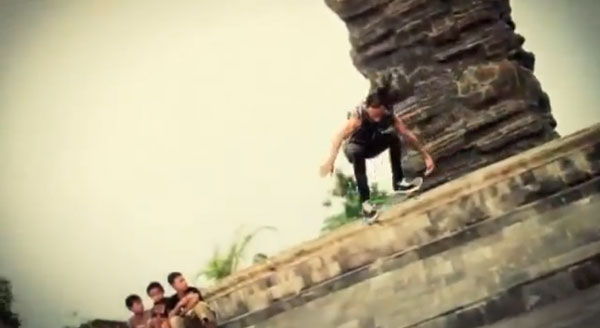 video skate POL skateboarding en Indonesie : tail grabe