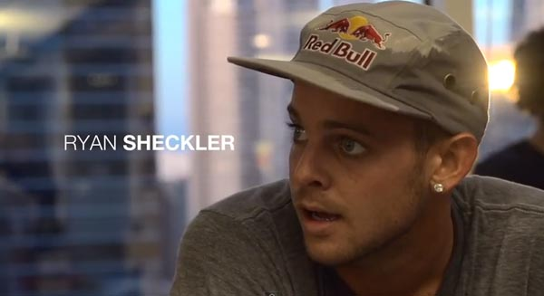 Skateboarders au bureau à Chicago : Ryan Sheckler