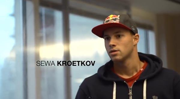 Skateboarders au bureau à Chicago : Sewa Kroetov