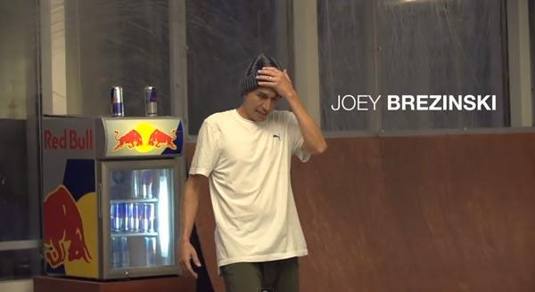 Skateboarders au bureau à Chicago : Joey Brezinski