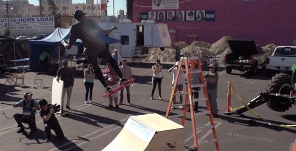 "Huvr Board : skateboard volant de ""Retour vers le futur"" : Ollie"