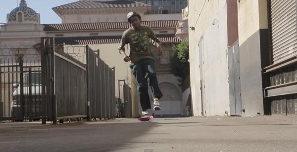 """Huvr Board : skateboard volant de """"Retour vers le futur"""" : pousser"""