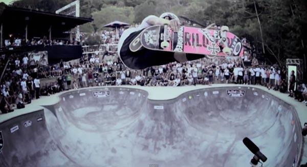 bowl de skate de Pedro Barros à Florianópolis au Brésil : Aerial mute air