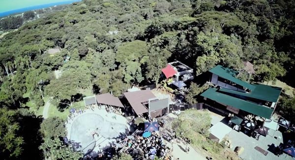 bowl de skate de Pedro Barros à Florianópolis au Brésil : vue aérienne du bowl