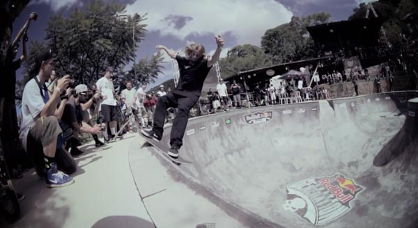 bowl de skate de Pedro Barros à Florianópolis au Brésil : smith grind frontside
