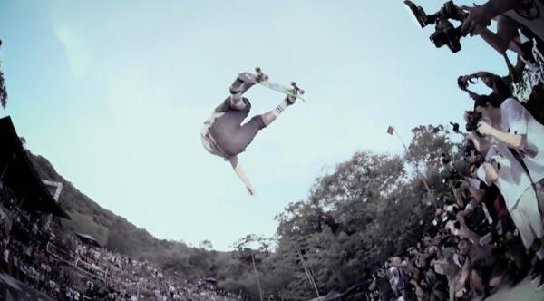 bowl de skate de Pedro Barros à Florianópolis au Brésil : aerial 360° air
