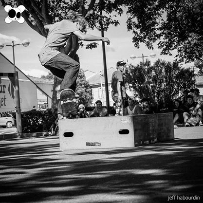 Contest skate kill the curb 2014 : nose grind (crédit : Jeff Habourdin)