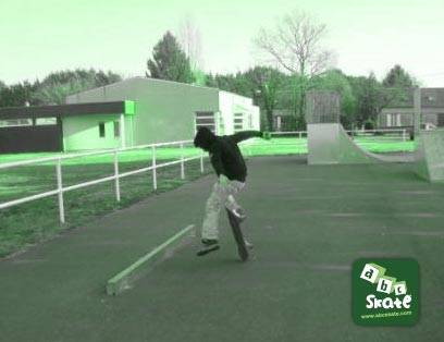 skatepark sancoins : barre à lipslide