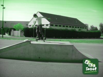 skatepark sancoins : pyramide skate