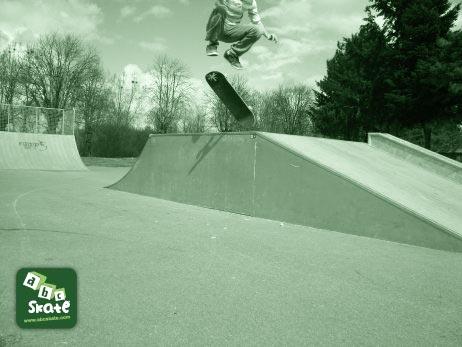 skatepark sancoins : kick flip