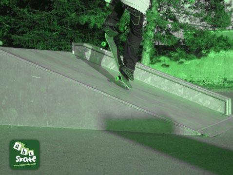 skatepark sancoins : ollie table rampe incline