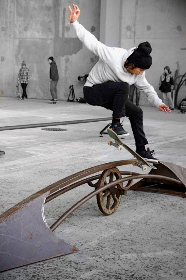 madenom skateboard sculture
