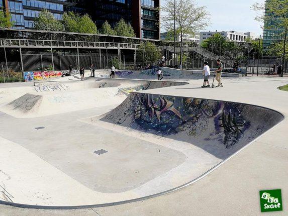 Skatepark Rueil-Malmaison : bowl côté copping