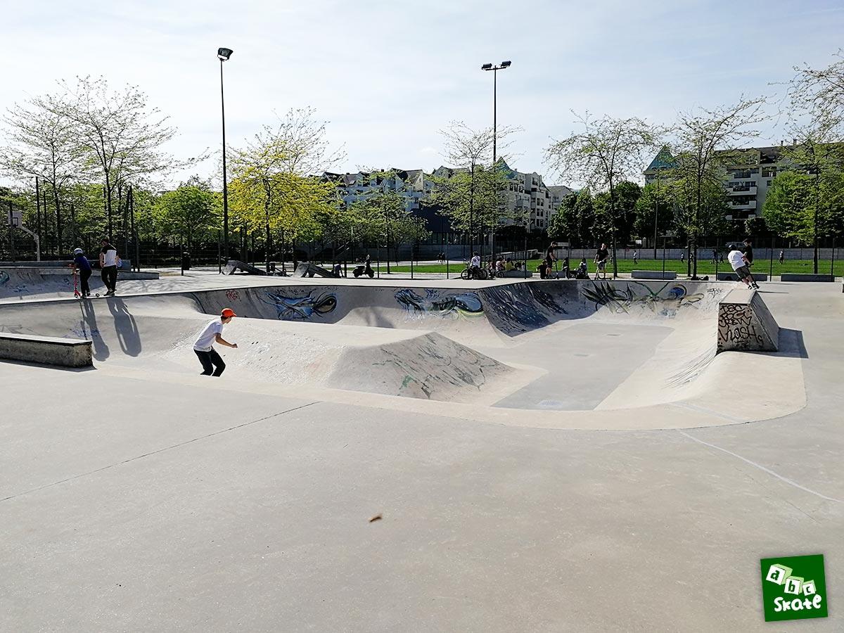 Skatepark Rueil-Malmaison : plan incliné bowl