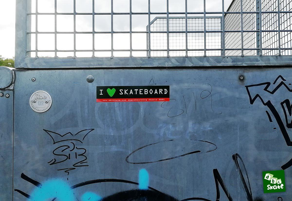 Skatepark Bois d'Arcy : sticker I Love skateboarding