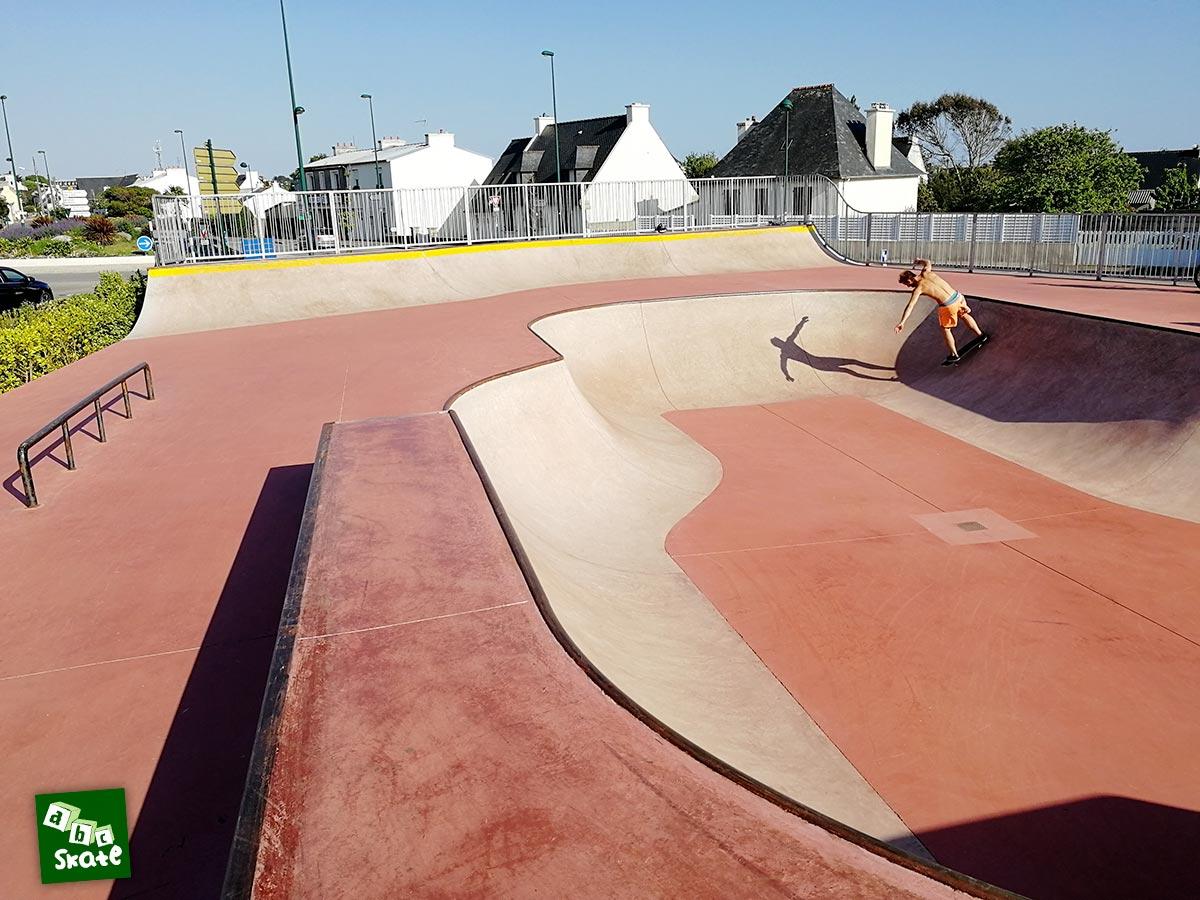 Skatepark de Crozon : bowl et quarter sur la largeur