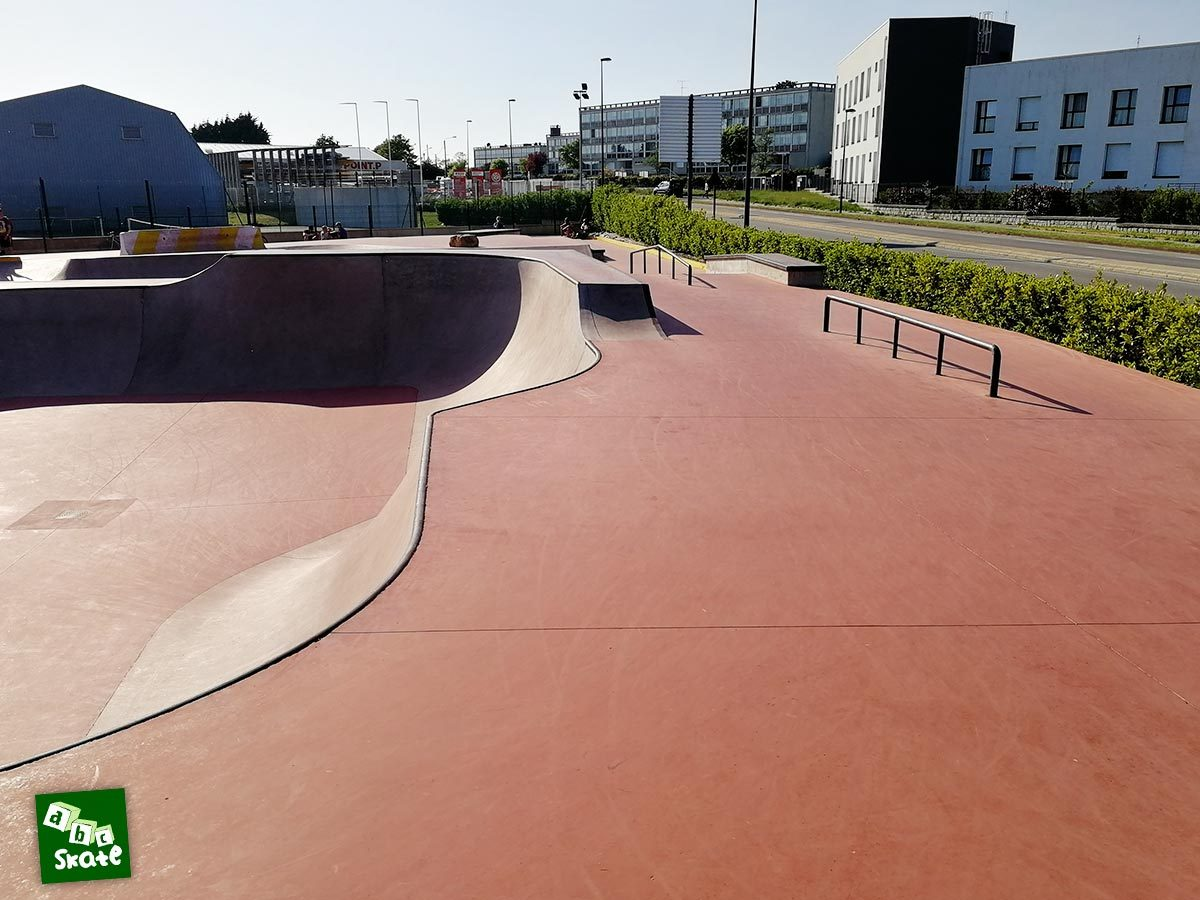 Skatepark de Crozon : bowl et rails