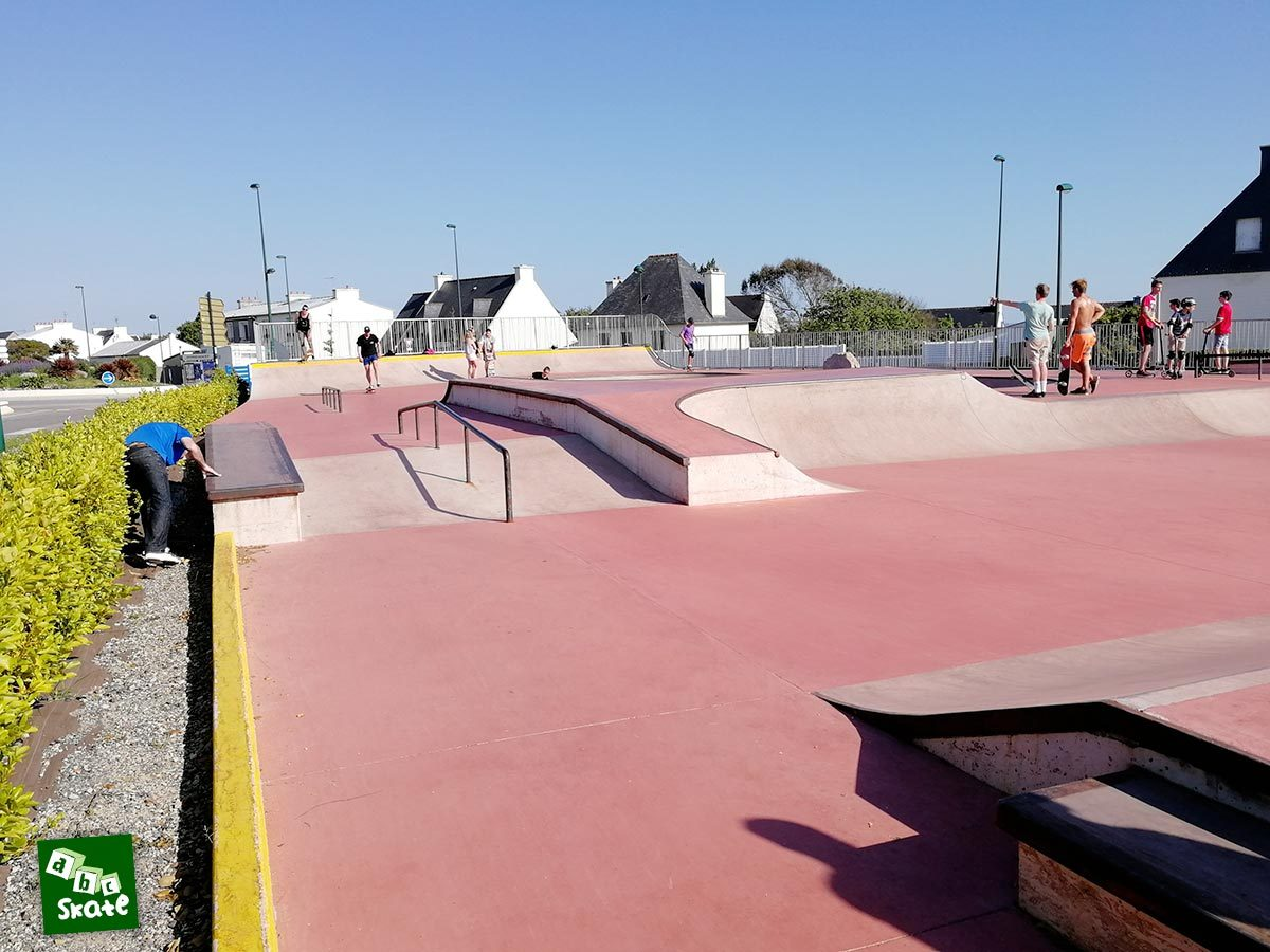 Skatepark de Crozon : plans inclinées, curb et rail