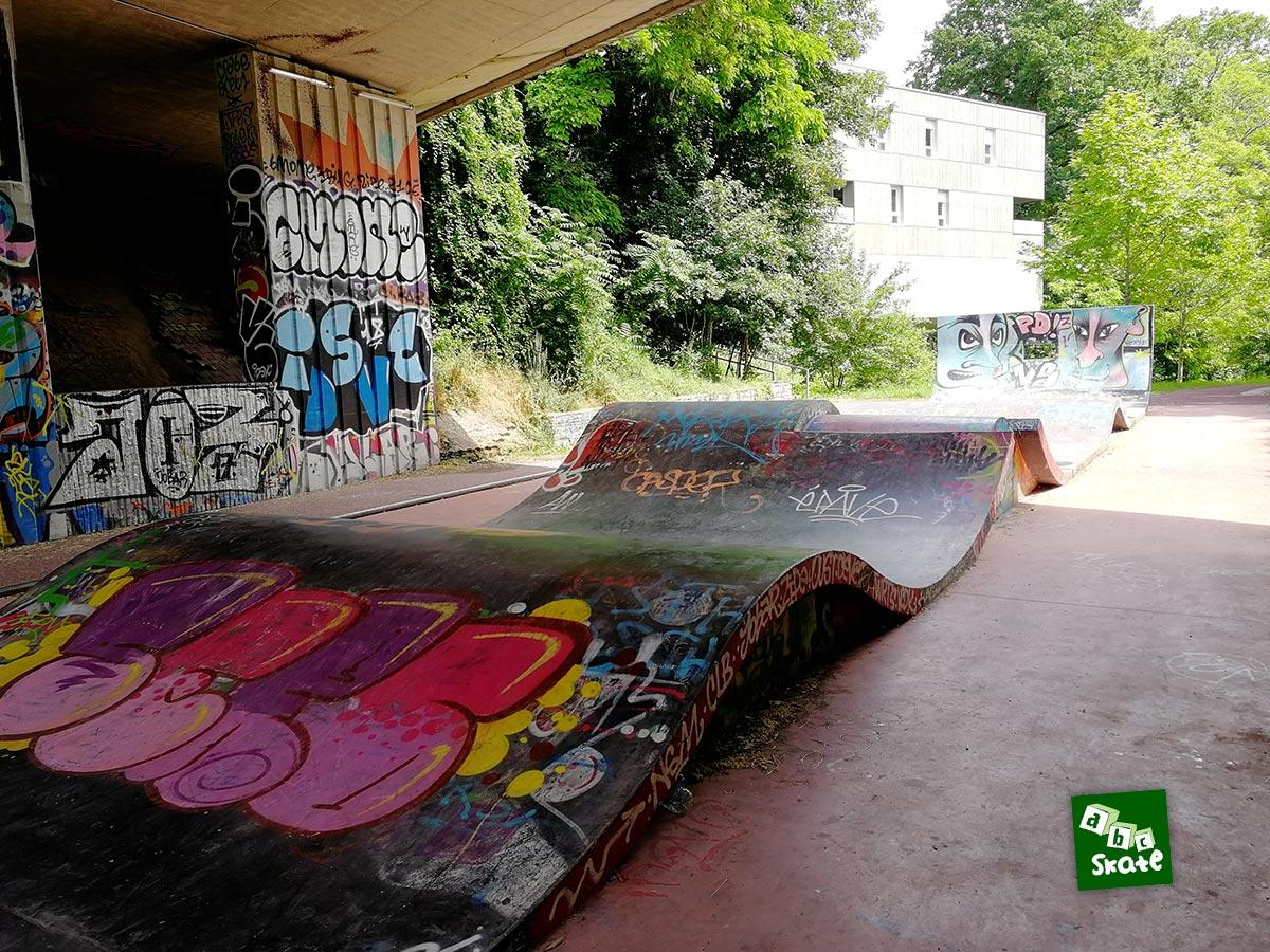 Skatepark la Courrouze : bosses avec gap et quarter