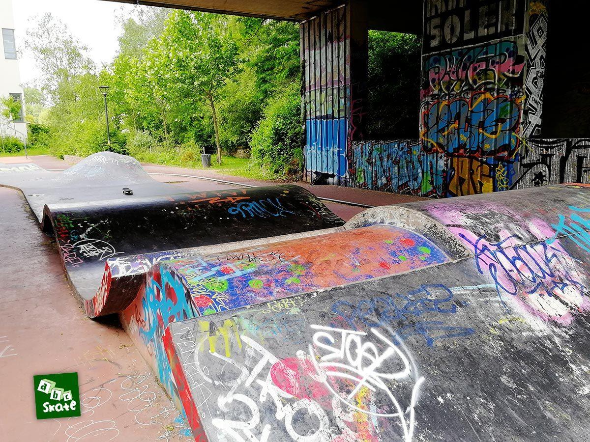Skatepark la Courrouze : bosse avec gap