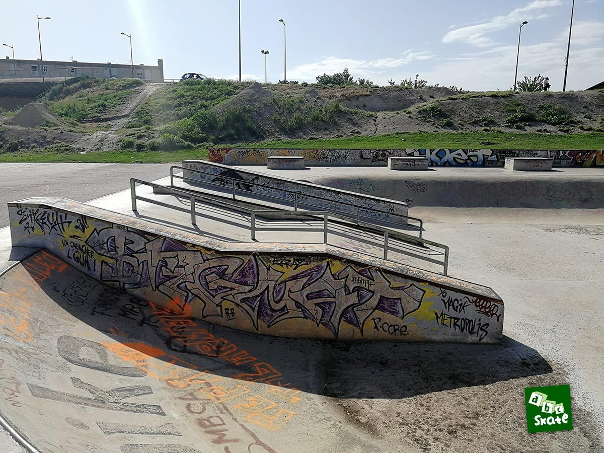 Skatepark de Troyes : ledges, rails et plans inclinés