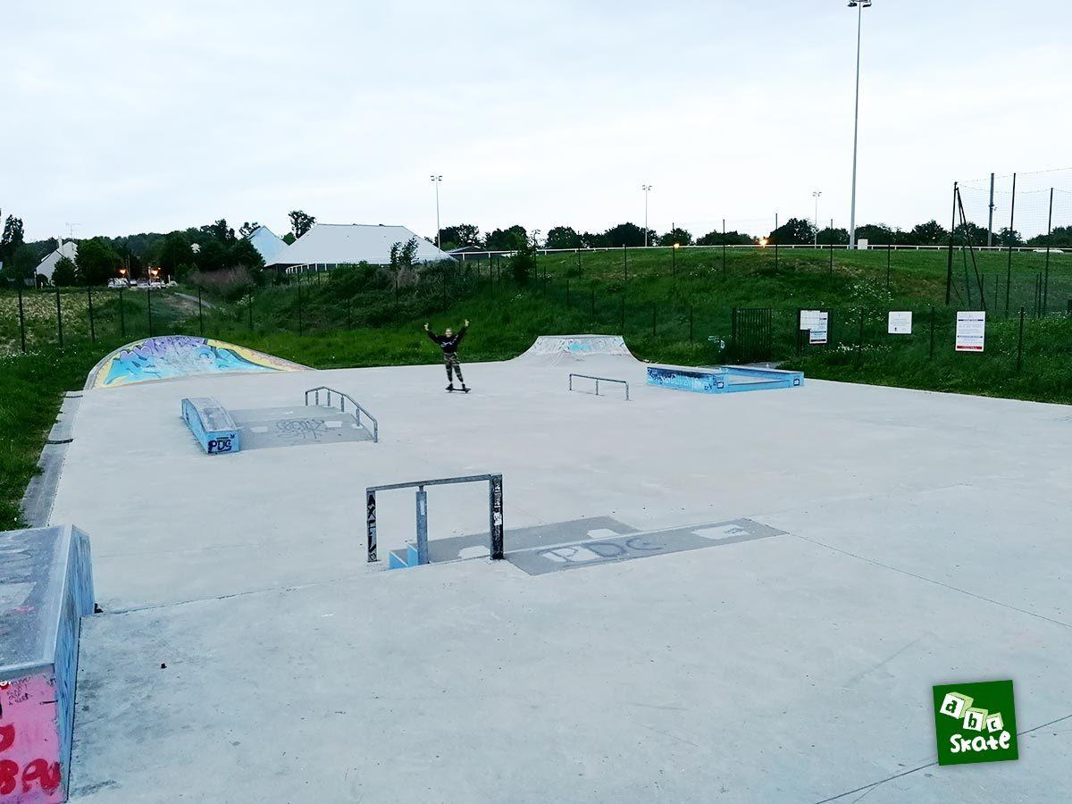 Skatepark de Noisy-le-Roi : vue d'ensemble depuis la plateforme