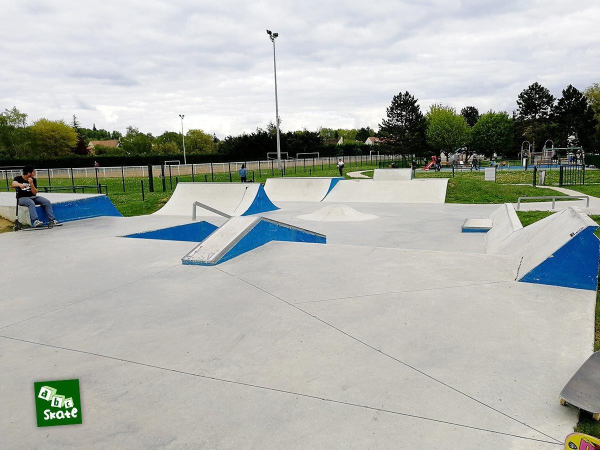 Skatepark Saint-Nom-La-Bretèche : vue d'ensemble depuis la partie haute