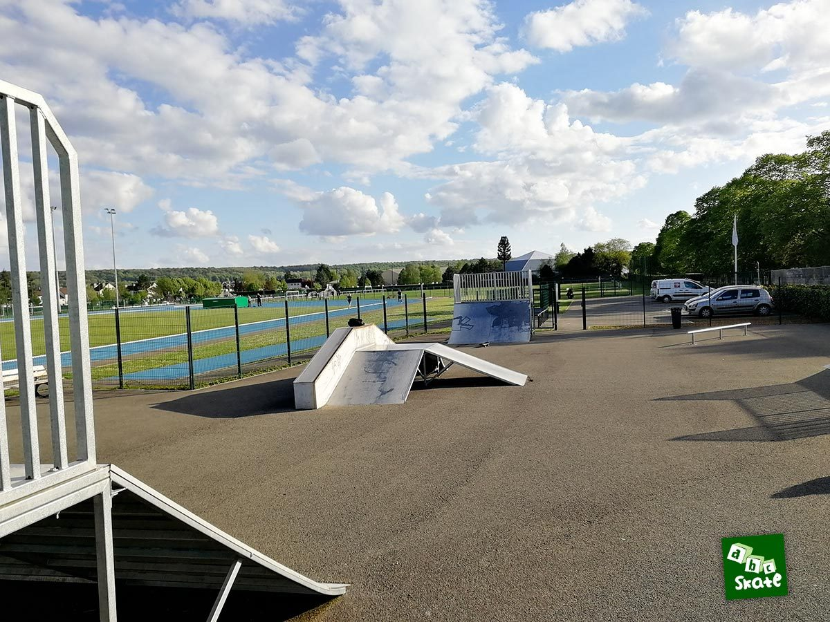 Skatepark Villepreux : ensemble, funbox, plan incliné et quarter