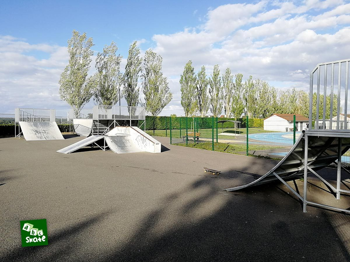 Skatepark Villepreux : ensemble, quarter et funbox