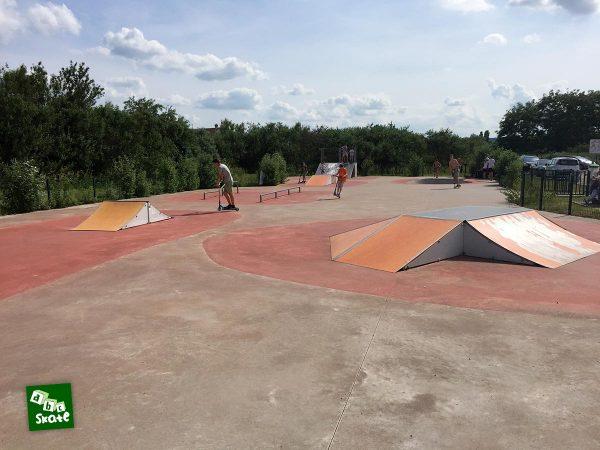 Skatepark de Carrières-sous-Poissy : vue d'ensemble