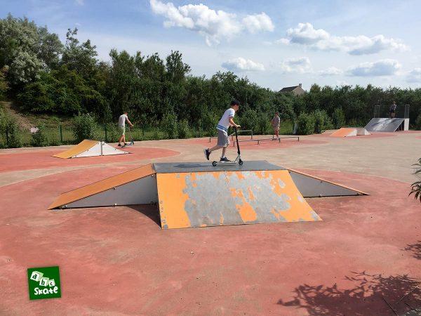 Skatepark de Carrières-sous-Poissy : funbox et spine