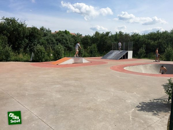 Skatepark de Carrières-sous-Poissy : bowl, funbox et plan incliné