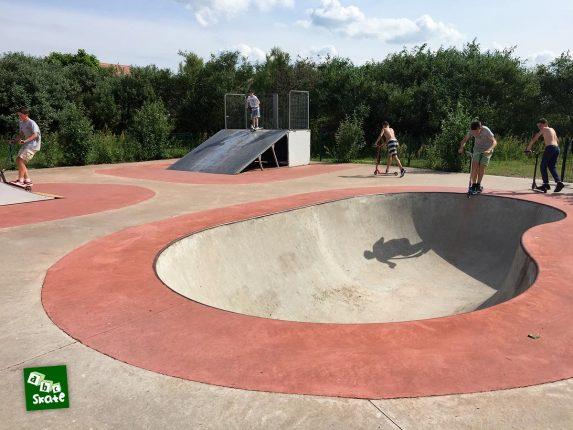 Skatepark de Carrières-sous-Poissy : bowl et plan incliné